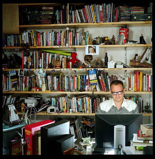 Doctorow-bookshelves-writing